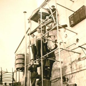 המזקקה בחצר היקב בבית ישראל 1948